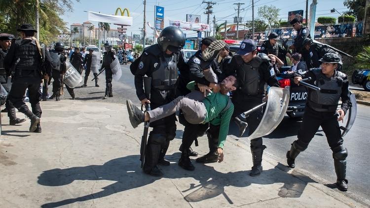 Éstos son los 15 salvajes métodos de tortura contra los presos políticos del dictador Daniel Ortega