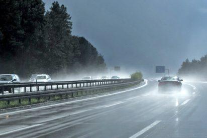 Retransmiten en directo cómo persigue una tormenta y acaba grabando su propio accidente de coche