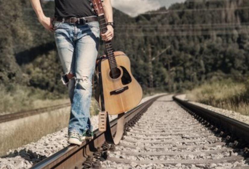 Pantalones vaqueros de hombre rotos o 'ripped jeans', desde 18 € 👈