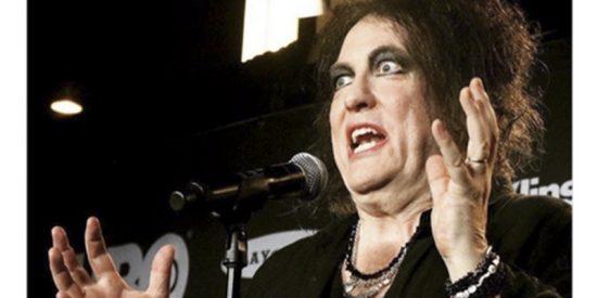 """""""Robert Smith es la tía Jacinta"""", esta foto del cantante de The Cure desata el cachondeo"""