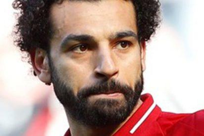 Pillan a Mohamed Salah durmiendo en el suelo de un avión