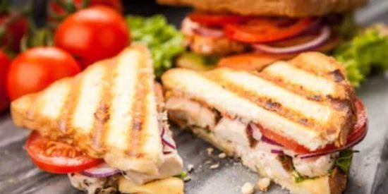 """Matan de un tiro a un camarero francés por ser """"demasiado lento sirviendo un sandwich"""""""