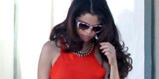 Selena Gómez se calza este ceñido modelito y pone nervioso hasta al bolso que lleva colgando