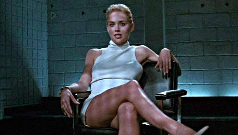 Sharon Stone en topless a los 61 años para rememorar su más icónica escena