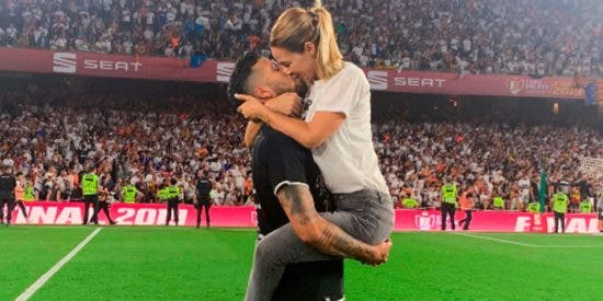 Tamara Gorro celebra como 'loca' el triunfo del Valencia con su marido Ezequiel Garay