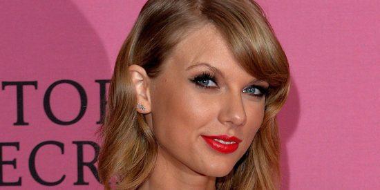 Taylor Swift no deja nada a la imaginación con este top transparente