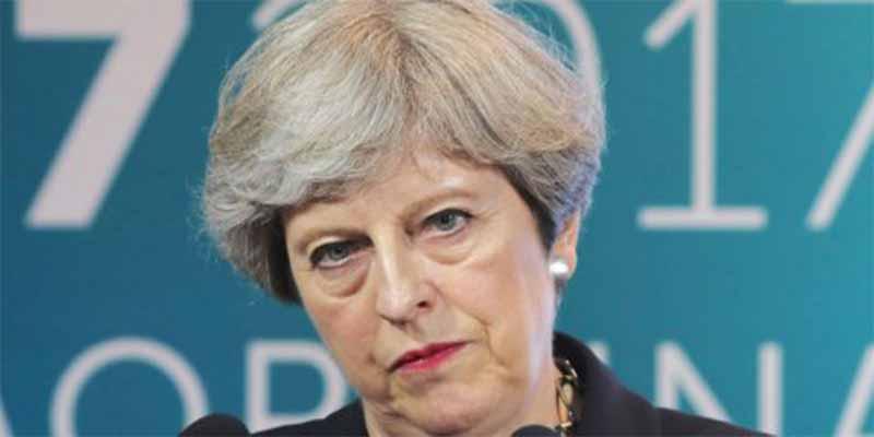 Brexit: Theresa May ya tiene un pie fuera del 10 de Downing Street pero ofrece un nuevo referéndum