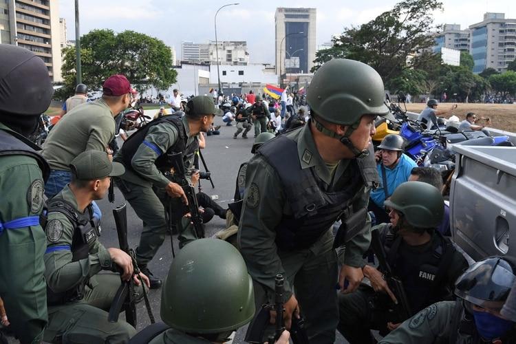 El mega plan de Colombia para atender a los 1.400 militares venezolanos de Guaidó