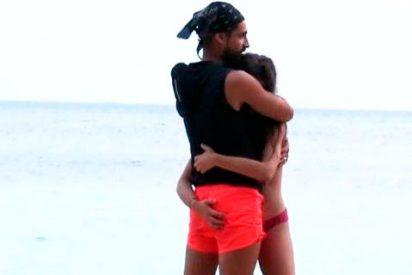 Mientras Violeta le toca el pandero a Fabio en Honduras, se preocupa por su novio Julen en Madrid