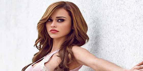 """!Arden las redes!: Publican una foto de Yanet García sin implantes y algunos ya no quieren llamarla """"chica más sexy del clima"""""""