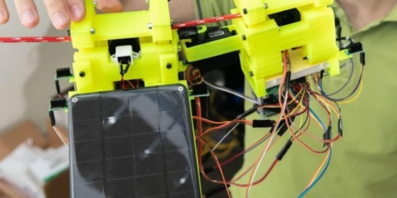 Este robot aprende a moverse mediante una red de cuerdas