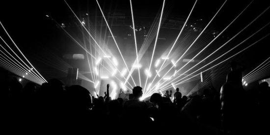 ¡ATENCIÓN EPILÉPTICOS!: La iluminación de los festivales de música electrónica aumenta el riesgo de ataques