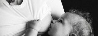 Una madre de 29 años comenzó a lactar por la vulva