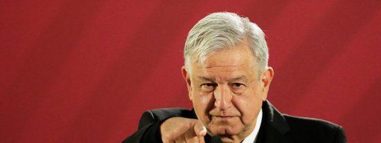 López Obrador ataca a las calificadoras Moody's y Fitch por criticar una economía cada vez más 'bolivariana'