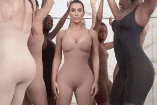 La celulítica Kim Kardashian cabrea a todo Japón diciendo que esto es un kimono