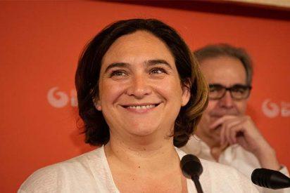 Ada Colau opta por el sillón y deja 'tirados' a sus amiguetes independentistas