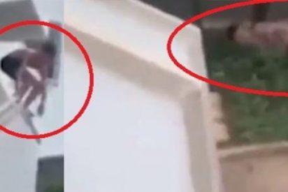 Este caradura se rompe varios huesos haciendo 'balconing', demanda al hotel, pero este vídeo lo delata