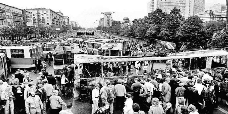 Pánico en las barricadas (XI)
