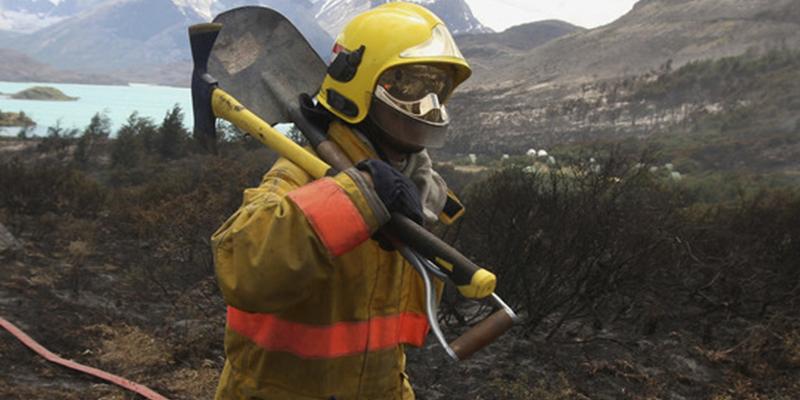 Bombero acude a una falsa alarma y sus hijos mueren en un incendio real