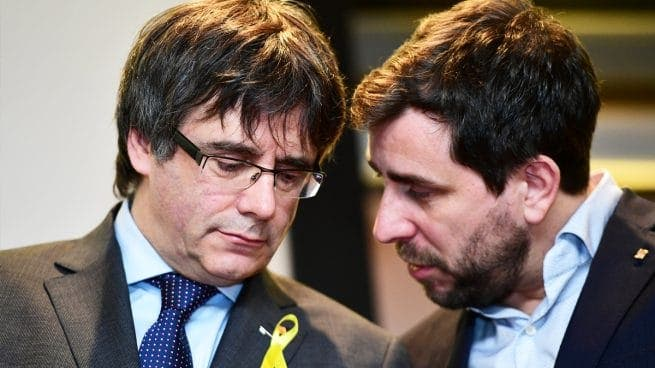 La Junta Electoral exige al prófugo Puigdemont ir a Madrid este lunes para ser eurodiputado y Llarena dice que si viene lo trinca