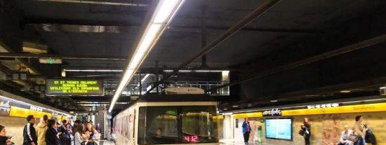 Detienen a un trabajador del Metro de Barcelona por ayudar a una banda que falsifica billetes
