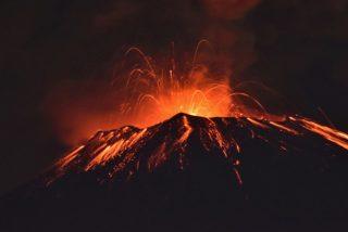 El Volcán Popocatépetl registra otra explosión y escupe material incandescente