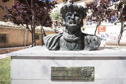 VOX comienza la 'Reconquista': un concejal ordena retirar el busto de Abderramán III de la plaza del pueblo