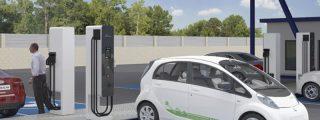 Tres principales ciber riesgos de recargar un coche eléctrico en una 'electrolinera'