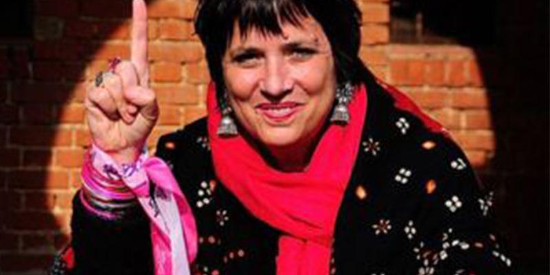 """Eve Ensler: """"Una noche fingí que estaba muerta y ahí acabó el abuso sexual"""""""