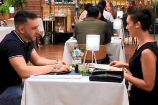 """Este comensal de 'First Dates' quiere regalar a su cita un """"vibrador pitufo"""""""
