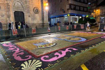Ponteares celebra el Corpus Christi, una fiesta turística e internacional. Las flores y los alfombristas son el centro durante unos días en la villa