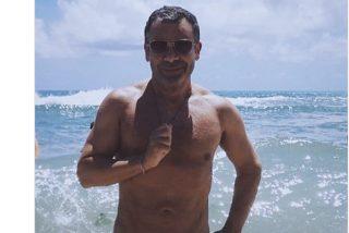 ¡Alerta mal gusto!; Jorge Javier se calza un tanga para lucir busto