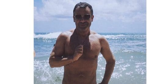 ¡Alerta mal gusto!: Jorge Javier se calza un tanga para lucir busto