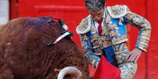 Un descomunal José Tomás corta seis orejas y un rabo en Granada