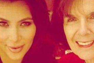¡Terrible!: Kim Kardashian promociona su nuevo maquillaje usando como modelo a su abuela de 84 años