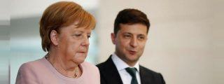 Alemania se estremece al ver las imágenes de Angela Merkel temblando como una hoja en un acto oficial