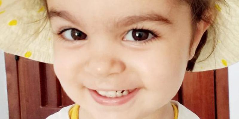 Esta niña de dos años toca el piano, lee, escribe y recita poemas