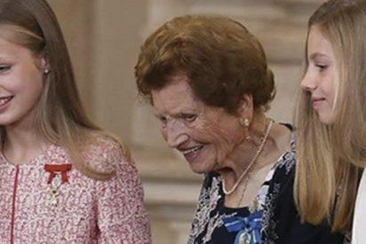 Todos hablan de este bonito gesto de Leonor y Sofía con una anciana en un acto público