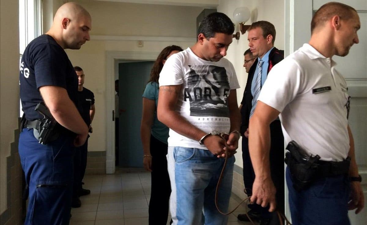 Hungría condena a cadena perpetua a 4 capos de una red de tráfico humano por la muerte de 71 refugiados en un camión frigorífico