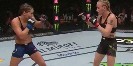 """Esta campeona de la UFC retiene así su título con este devastador y """"aterrador"""" nocaut"""