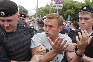 El Kremlin reprime a lo bestia una marcha de apoyo al periodista ruso Golunov