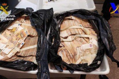 La Guardia Civil pilla en aeropuerto a un chino con más de medio millón de euros en la maleta