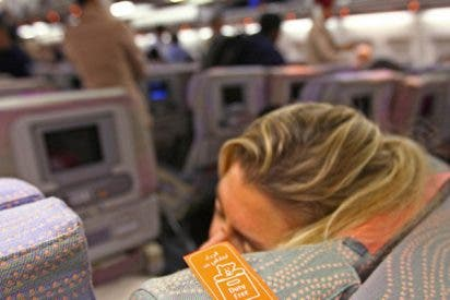 Esta mujer se duerme durante el vuelo y se despierta en completa oscuridad en su avión ya vacío y cerrado