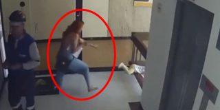 Esta mujer salva a su hijo de caer al vacío en el último segundo