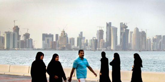 Mujeres con velo islámico en Qatar.