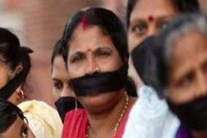Obligan a centenares de mujeres a extirparse el útero para no perder su empleo en la India