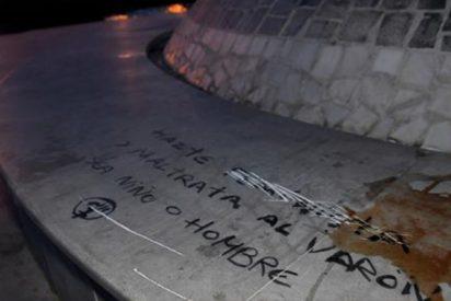 """Indignación ante la pintada en el monumento dedicado al niño Gabriel: """"Maltrata al varón, sea niño o hombre"""""""