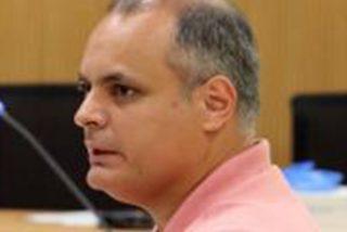 """Este policía nacional acusado de intentar matar a su ex pareja con 50 puñaladas declara en el juicio que """"perdió la cabeza"""""""