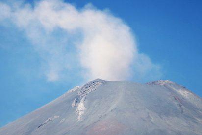 Graban en vídeo la erupción del Popocatépetl desde un avión de pasajeros