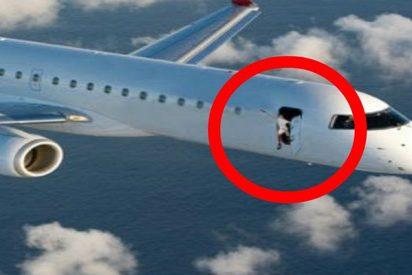 Un pasajero abre la salida de emergencia del avión, confundiéndolo con el váter
